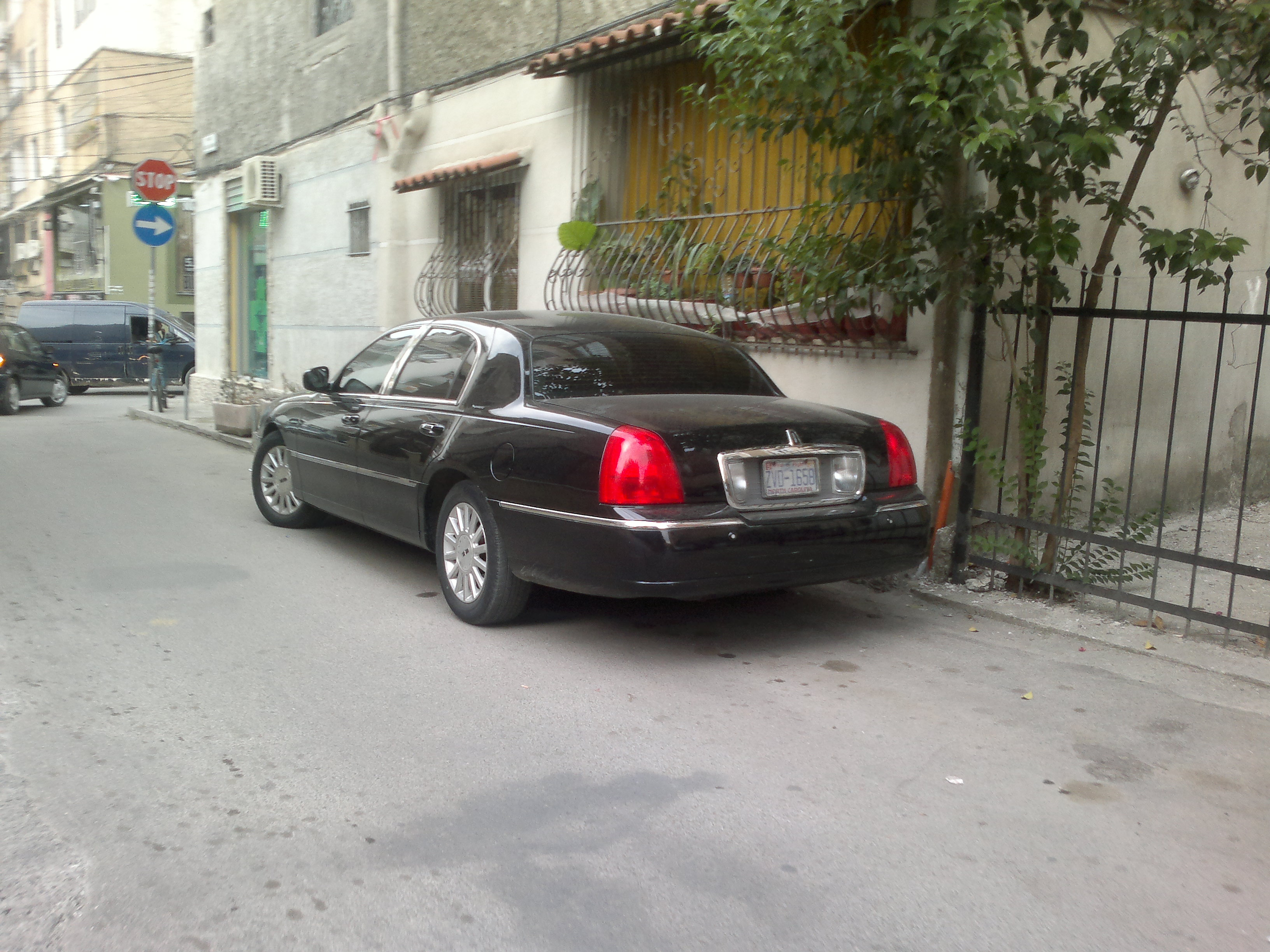 lincoln town car 2003 back